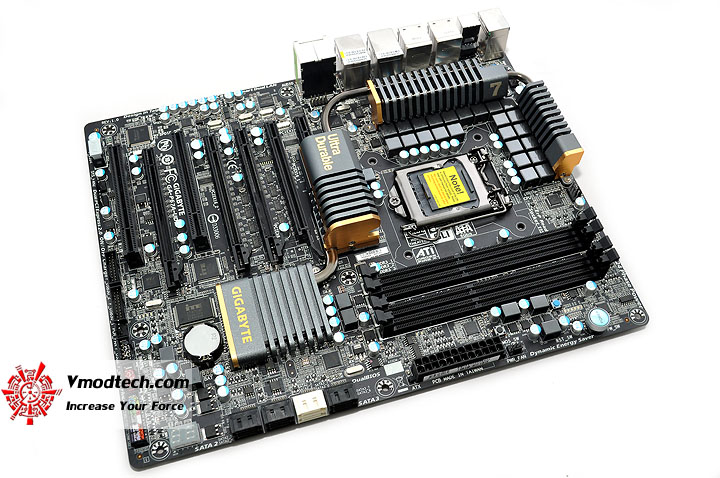 dsc 0124 GIGABYTE P67A UD7 Motherboard Review