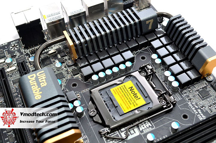 dsc 0126 GIGABYTE P67A UD7 Motherboard Review