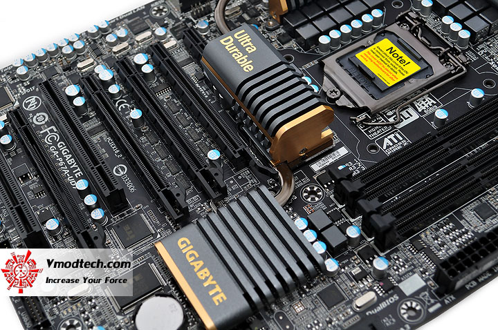 dsc 0131 GIGABYTE P67A UD7 Motherboard Review