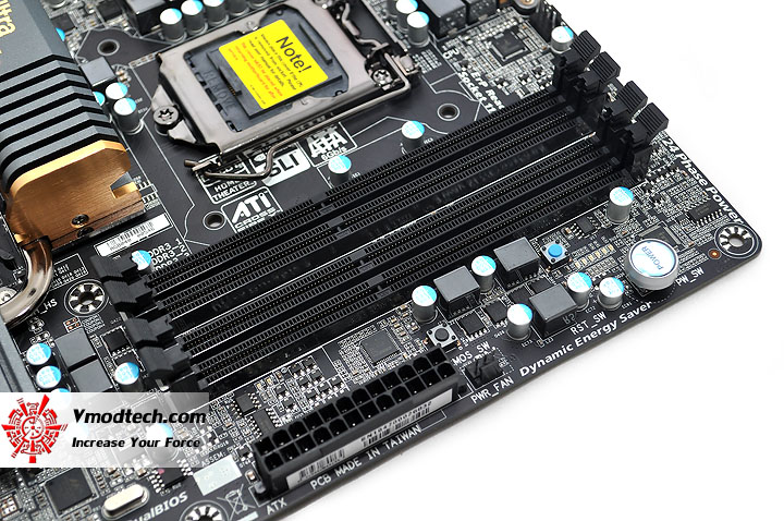 dsc 0136 GIGABYTE P67A UD7 Motherboard Review