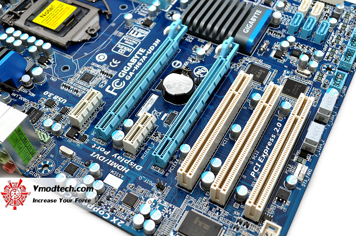 dsc 0008 GIGABYTE H67A UD3H Motherboard Review