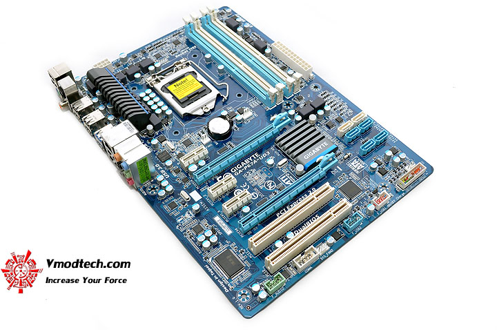 dsc 0004 GIGABYTE P67A UD3 Motherboard Review