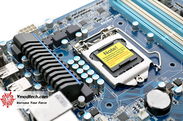 dsc 0008 GIGABYTE P67A UD3 Motherboard Review