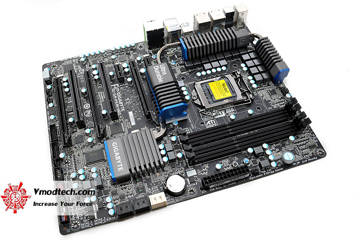 dsc 0005 GIGABYTE P67A UD5 Motherboard Review