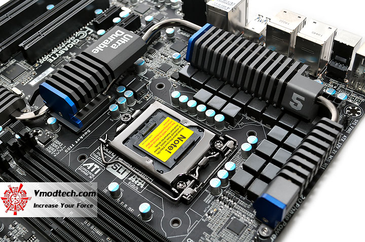 dsc 0009 GIGABYTE P67A UD5 Motherboard Review
