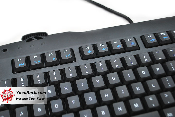 dsc 0218 Tt eSPORTS Challenger Gaming Keyboard