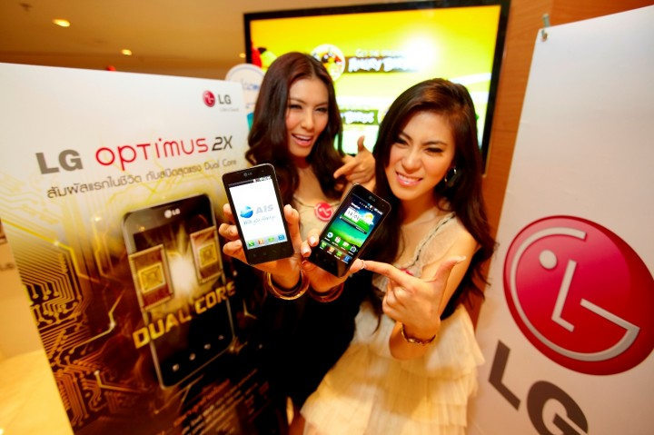 "photo 1 720x479 แอลจี เปิดตัว ""LG Optimus 2X"" Super Phone ชิป NVIDIA Tegra 2 Dual core!!"
