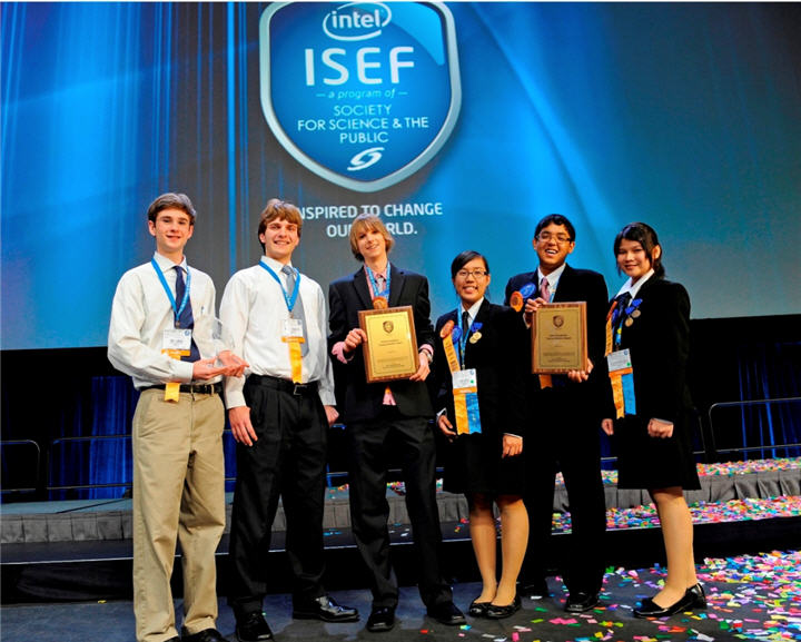 top 3 winners intel isef 2011 with thai team from surat on right 2 นักวิทยาศาสตร์ไทยรุ่นเยาว์คว้ารางวัลใหญ่ระดับโลกจากการประกวดอินเทล ไอเซฟ 2011