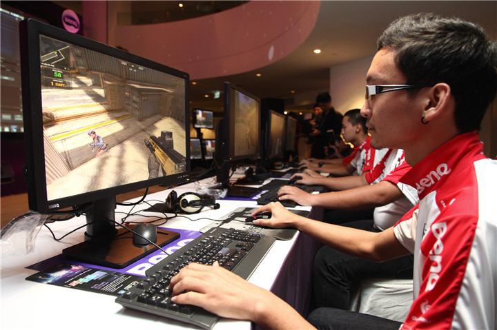202 เบ็นคิวเอาใจเกมส์เมอร์มือโปรส่งจอ LED สองรุ่นลุยตลาด