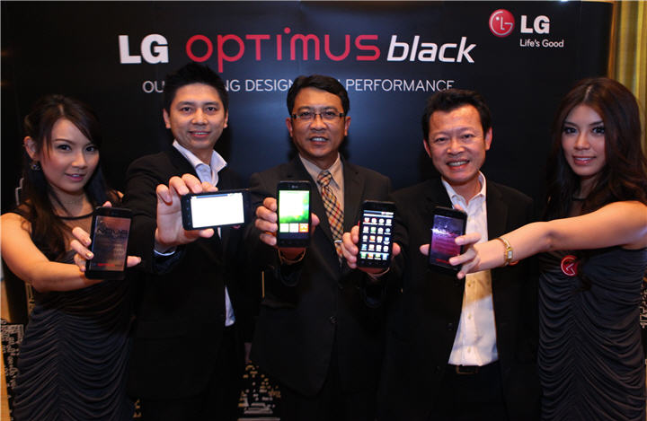 lg optimus black press launch 1 แอลจี เผยโฉม LG Optimus Black ครั้งแรกของสมาร์ทโฟน กับสุดยอดนวัตกรรมหน้าจอ NOVA ที่สว่างที่สุดในโลก และเบาที่สุดของวงการ