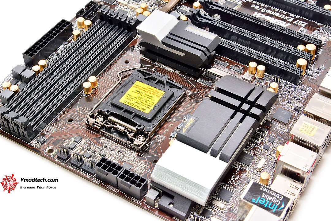 dsc 8480 ASRock Z87 Extreme9/ac 4 Ways SLI and CrossFireX Motherboard Review