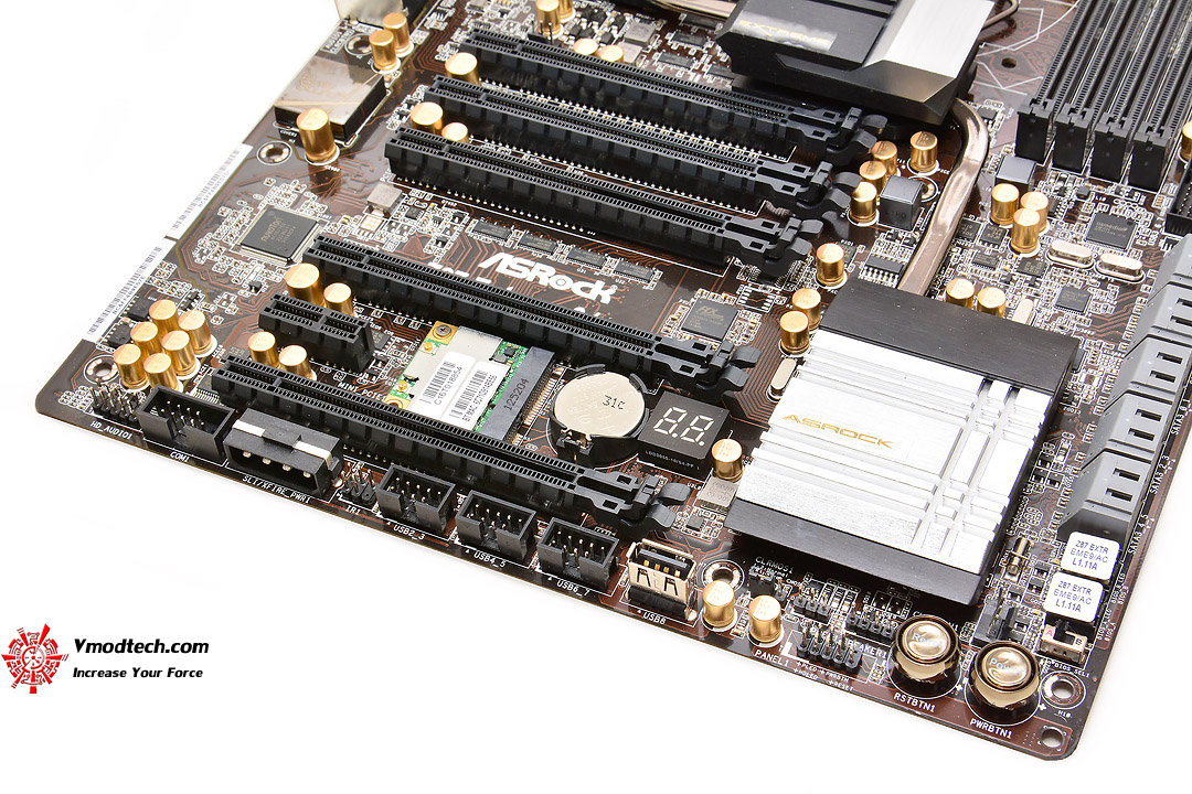 dsc 8509 ASRock Z87 Extreme9/ac 4 Ways SLI and CrossFireX Motherboard Review