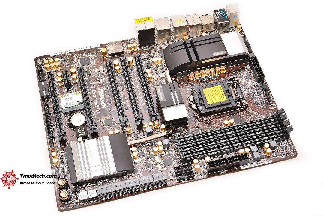 dsc 8574 ASRock Z87 Extreme9/ac 4 Ways SLI and CrossFireX Motherboard Review