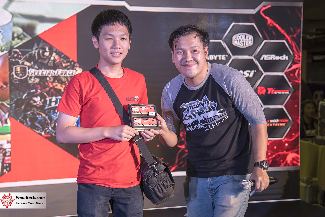 dsc 3229 AMD OMG! Party 2015 (AMD Overclock Modding Gaming Party 2015)