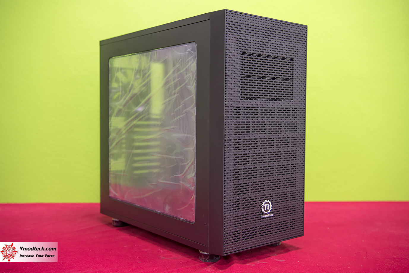 dsc 8206 Thermaltake Core X31 Mid Tower Chassis