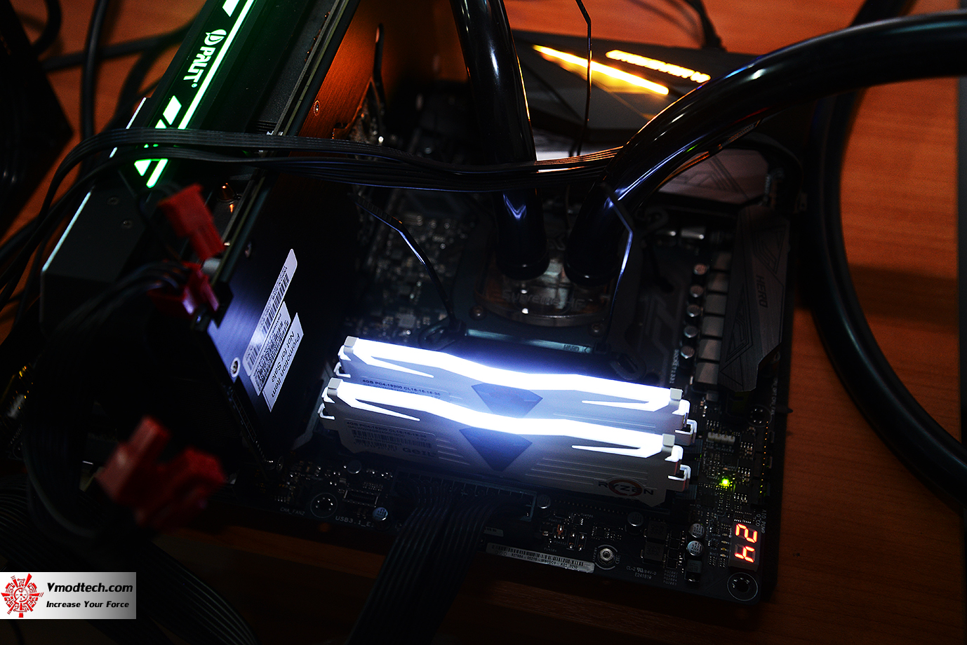 dsc 0386 GEIL DDR4 2400Mhz SUPER LUCE Series AMD Edition Review