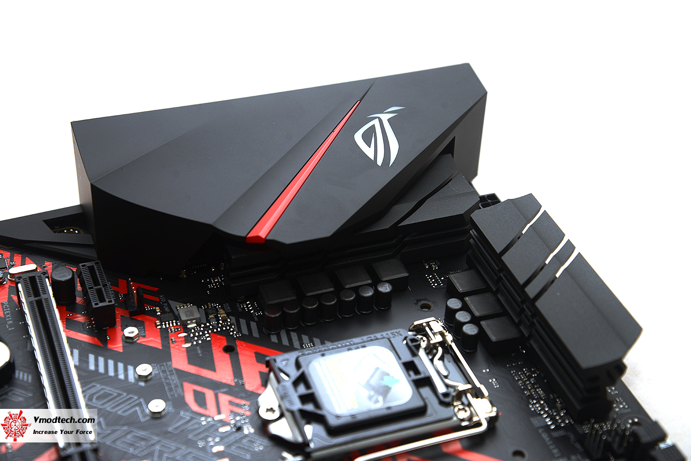 dsc 2033 ASUS ROG STRIX B360 H GAMING REVIEW