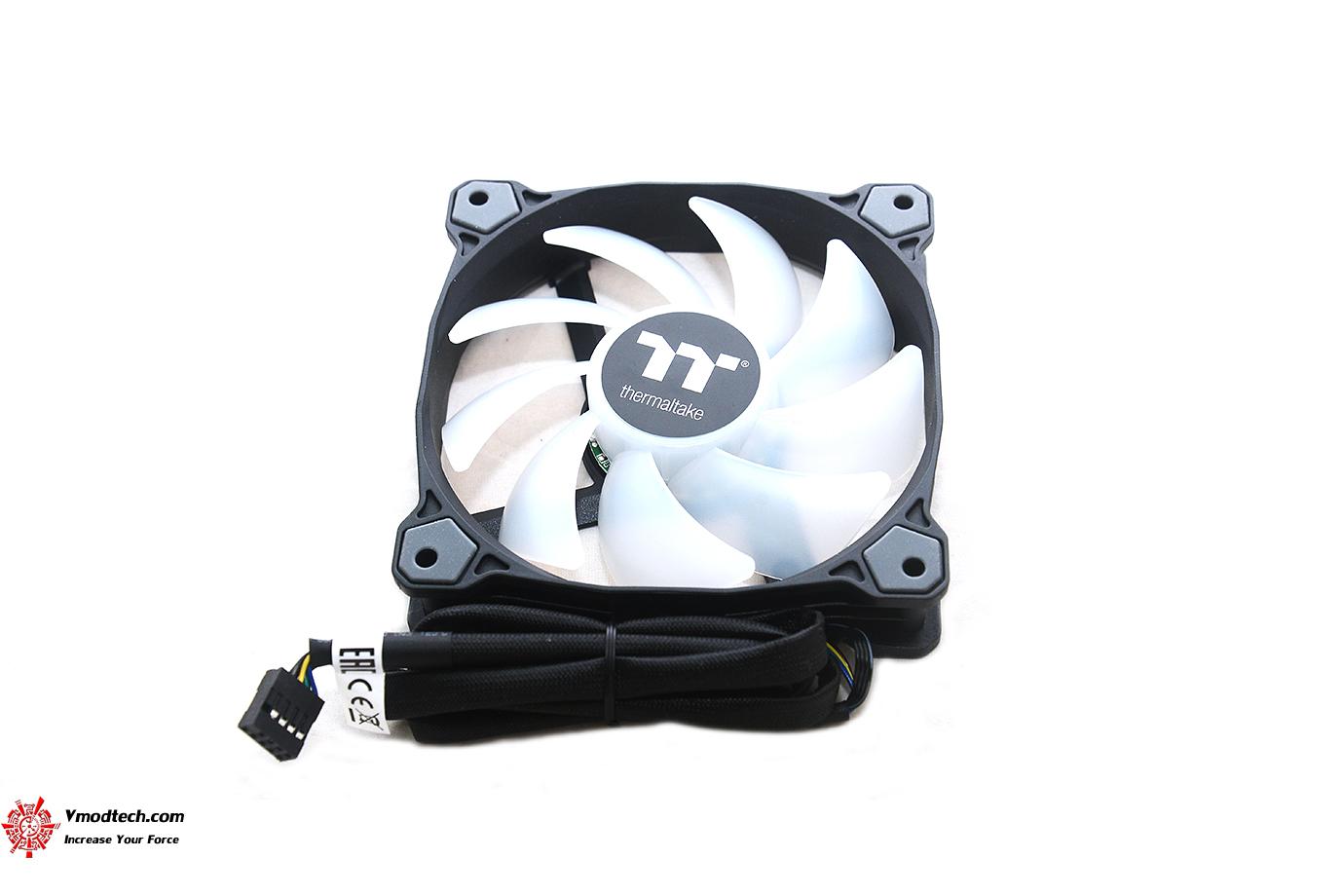 dsc 8819 Thermaltake Pure Plus 12 LED RGB Radiator Fan TT Premium Edition (3 Fan Pack) Review