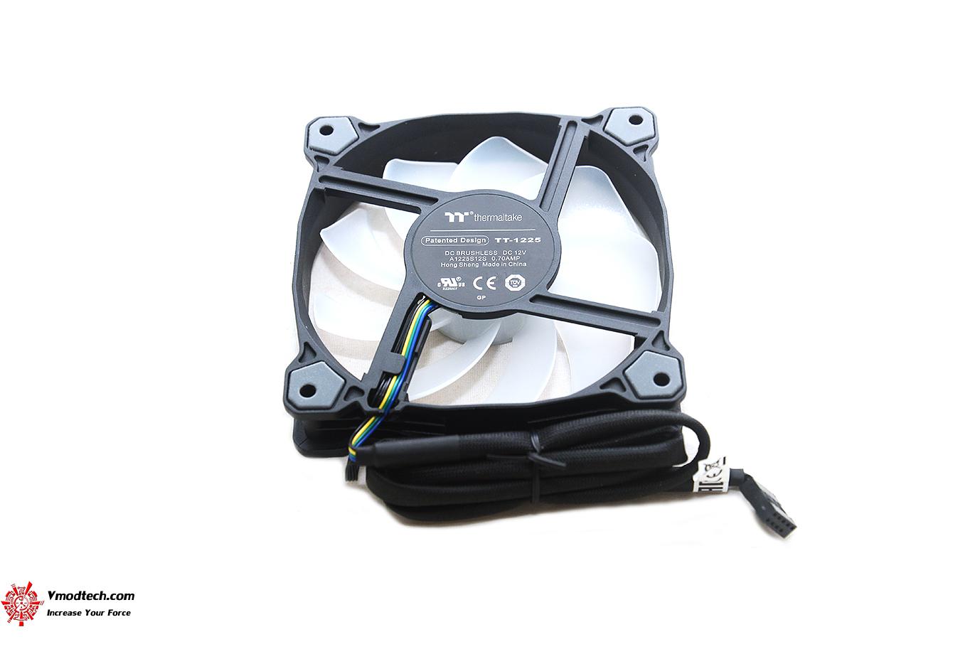 dsc 8822 Thermaltake Pure Plus 12 LED RGB Radiator Fan TT Premium Edition (3 Fan Pack) Review