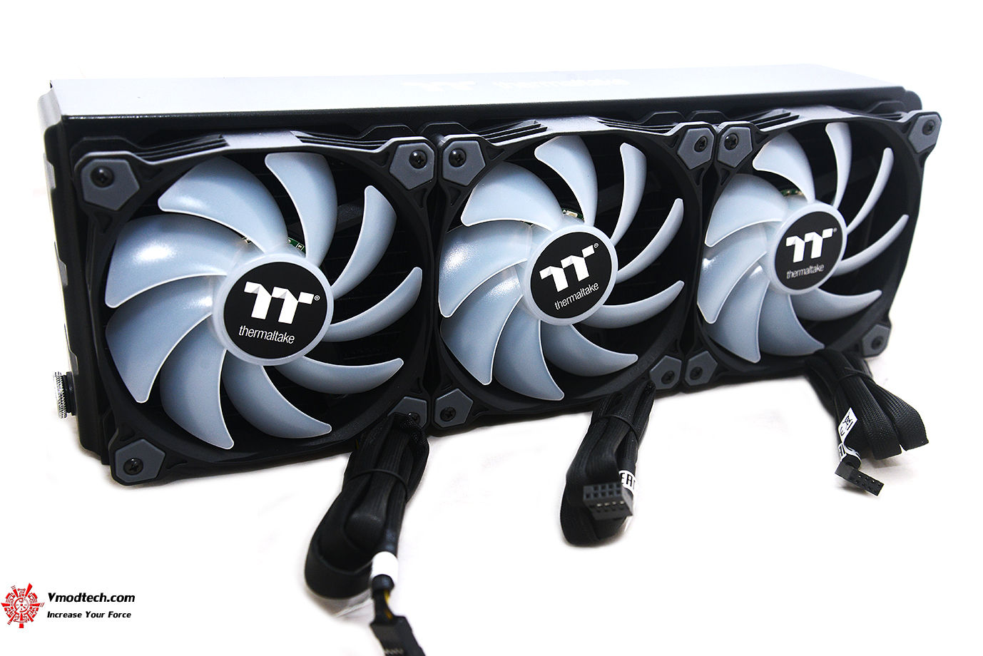 dsc 8879 Thermaltake Pure Plus 12 LED RGB Radiator Fan TT Premium Edition (3 Fan Pack) Review