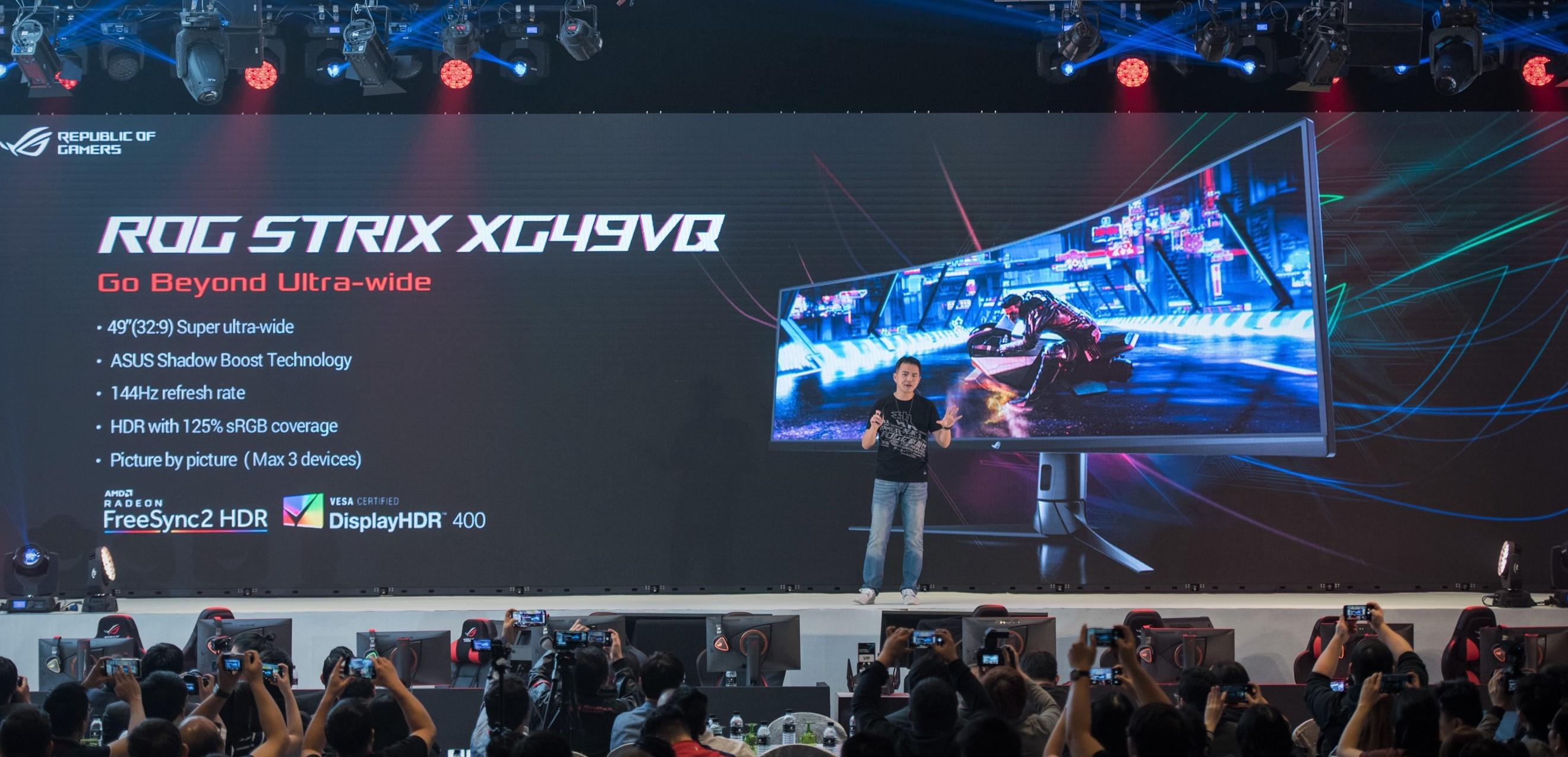 asus general manager of gaming gear and accessory business unit kris huang introduces rog strix xg49vq ASUS โชว์นวัตกรรมสินค้าสำหรับการใช้งานในองค์กรธุรกิจ บ้านและการเล่นเกม ที่งาน Incredible Intelligence 2018 ประเทศมาเลเซีย
