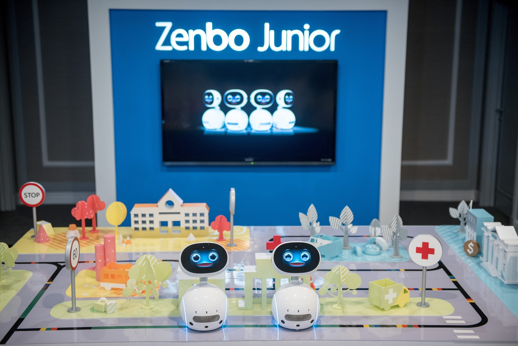 zenbo junior is a new ai enabled robotics platform that allows developers system integrators and business partners to create flexible and easily manageable robotics solutions ASUS โชว์นวัตกรรมสินค้าสำหรับการใช้งานในองค์กรธุรกิจ บ้านและการเล่นเกม ที่งาน Incredible Intelligence 2018 ประเทศมาเลเซีย