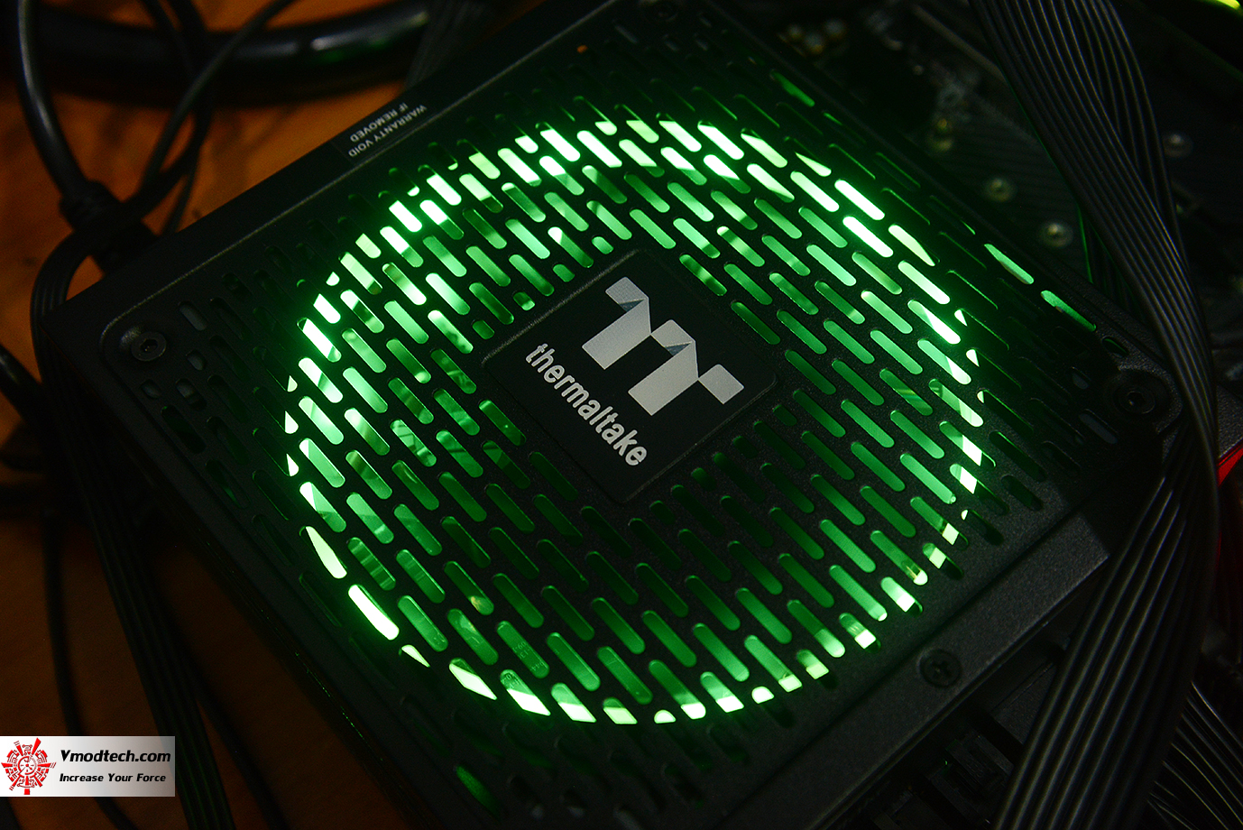 dsc 1933 Thermaltake Toughpower iRGB PLUS 1050W Platinum Review