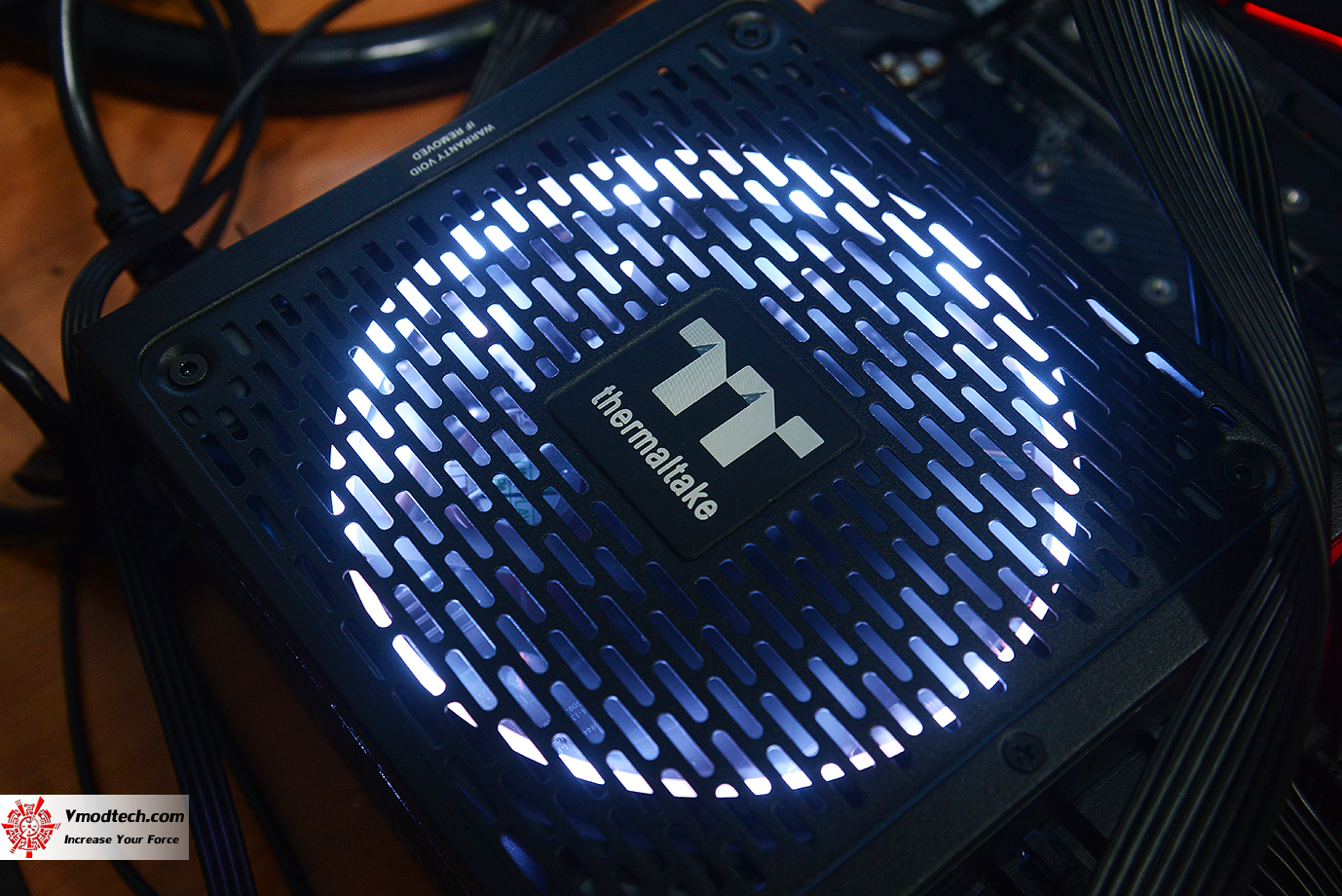 dsc 1940 Thermaltake Toughpower iRGB PLUS 1050W Platinum Review