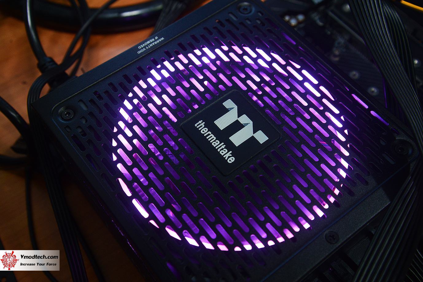 dsc 1942 Thermaltake Toughpower iRGB PLUS 1050W Platinum Review