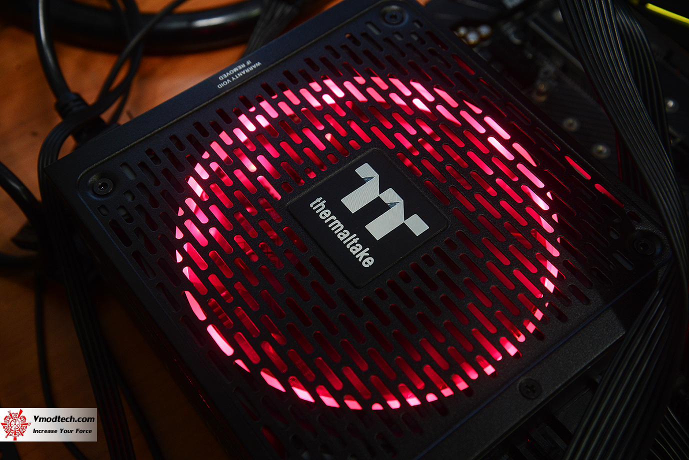 dsc 1943 Thermaltake Toughpower iRGB PLUS 1050W Platinum Review
