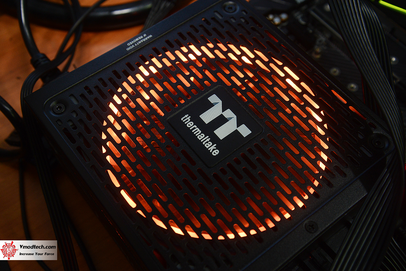dsc 1944 Thermaltake Toughpower iRGB PLUS 1050W Platinum Review
