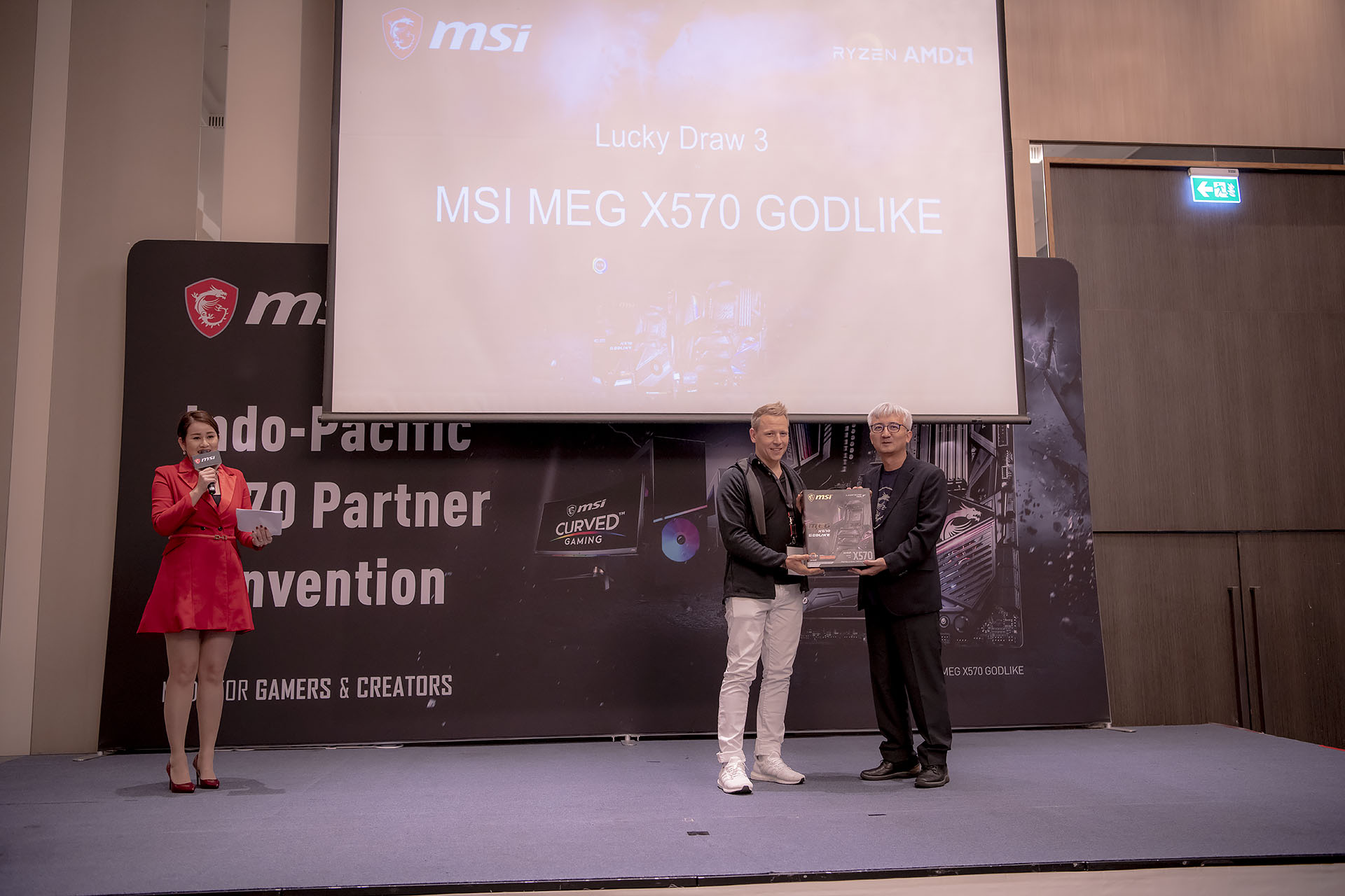 dsc 4970 บรรยากาศงาน MSI Indo Pacific X570 Partner Convention พบการเปิดตัวเมนบอร์ด X570 รุ่นใหม่ล่าสุดจากทาง MSI ต้อนรับการมาของซีพียู AMD RYZEN 3000ซีรี่ย์