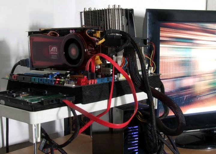 dscf7633 AMD ATI HD 4770 แบบเต็มๆ