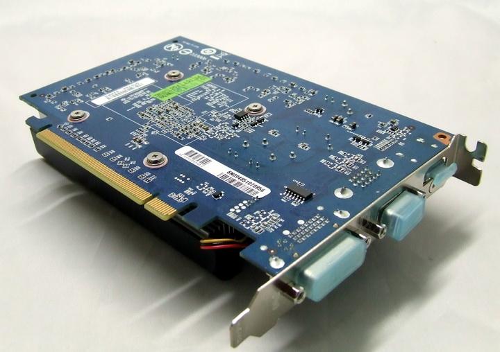 6 Gigabyte GT240 DDR3