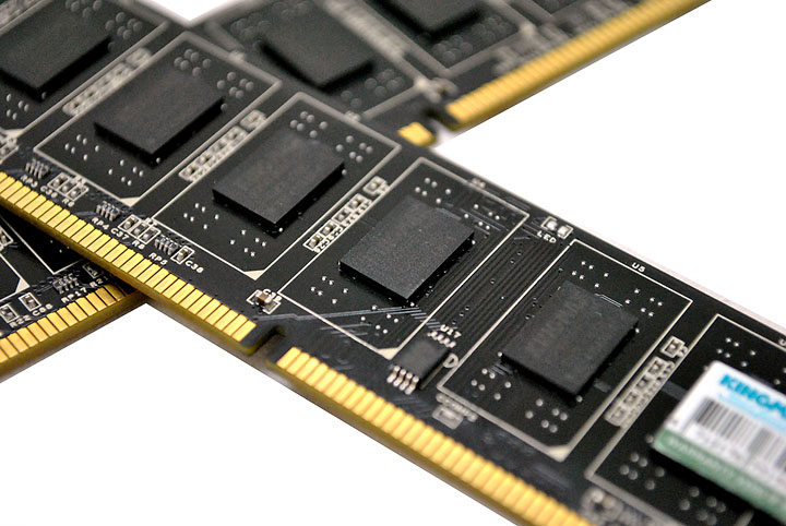 8 KINGMAX HERCULES DDR3 EP2 @ 2,400 MHz