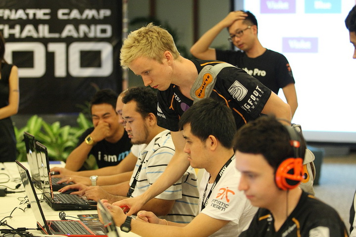 msi 0589 resize Be A Pro  with MSI Fnatic Camp