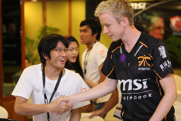 msi 0644 resize Be A Pro  with MSI Fnatic Camp