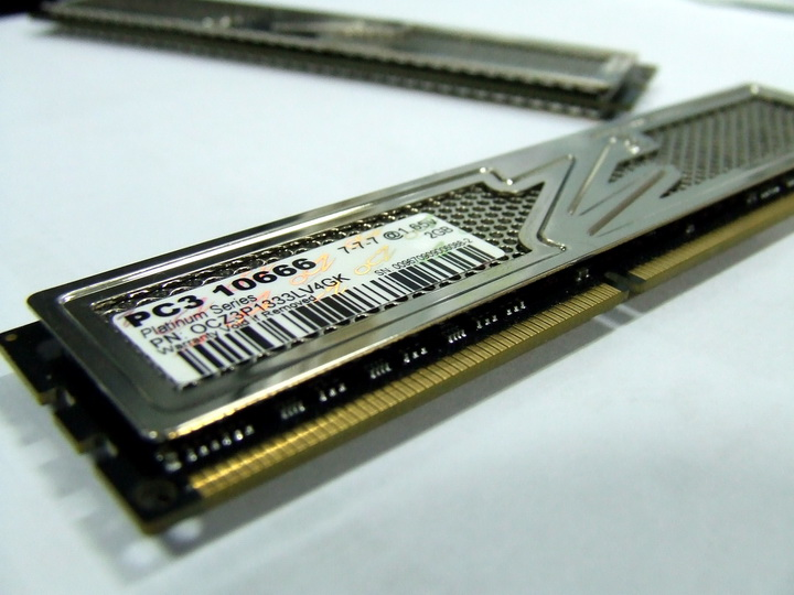 ram4 OCZ DDR3 PC3 10666 Platinum Low Voltage Dual Channel