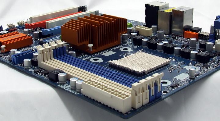 dscf8695 Phenom II X2 550BE VS Asrock M3A790GXH/128M 4 Core Test..