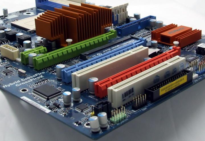 dscf8702 Phenom II X2 550BE VS Asrock M3A790GXH/128M 4 Core Test..