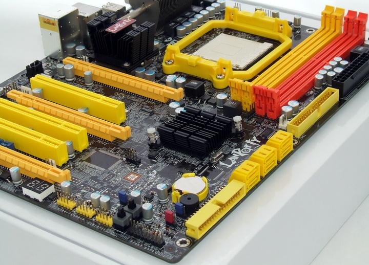 dscf8364 Phenom II955 VS  DFI DK 790 FXB M3H5