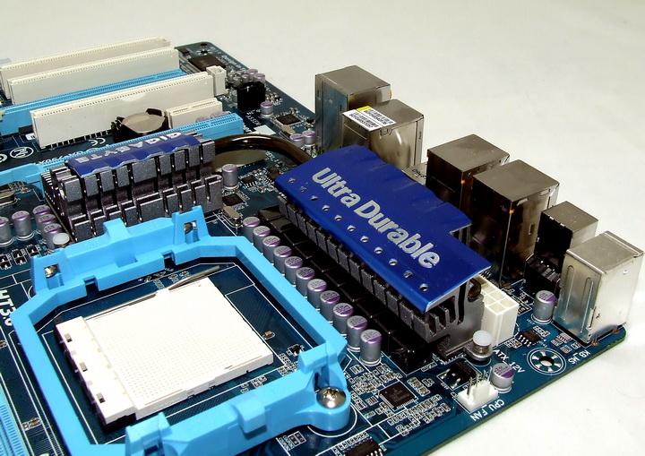 dscf1922 GIGABYTE 790XTA UD4 Motherboard Review