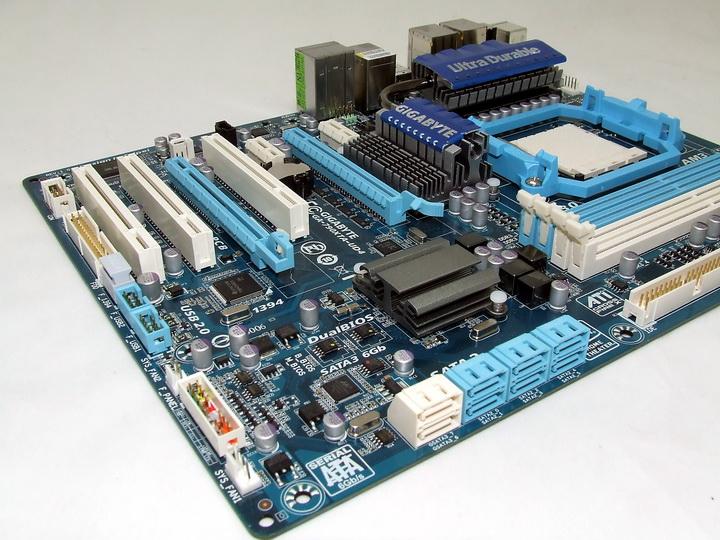 dscf1926 GIGABYTE 790XTA UD4 Motherboard Review