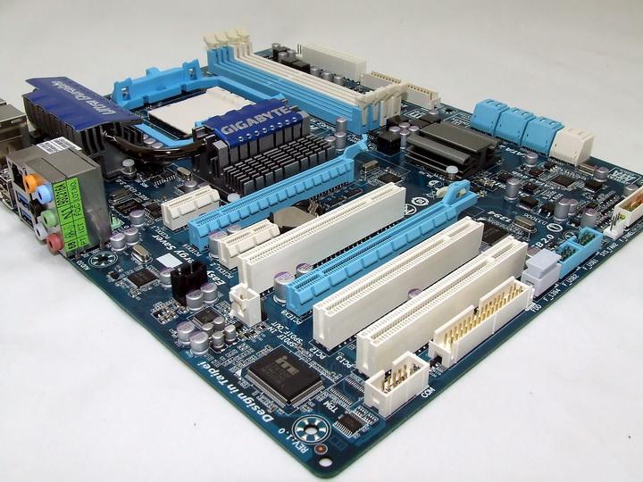dscf1927 GIGABYTE 790XTA UD4 Motherboard Review