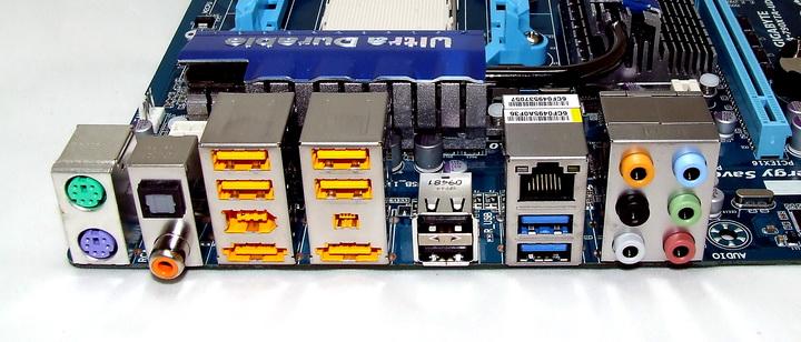 dscf1928 GIGABYTE 790XTA UD4 Motherboard Review