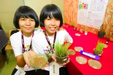 image00114 อินเทลสนับสนุนผู้ชนะการประกวดโครงงานของนักวิทยาศาสตร์รุ่นเยาว์ เข้าร่วมการแข่งขันทางวิทยาศาสตร์ระดับโลก อินเทลไอเซฟ 2010