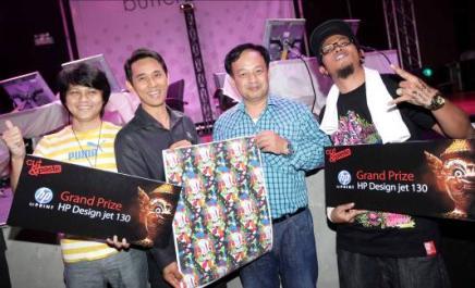 "image0039 เอชพีมอบรางวัล HP Designjet ให้ผู้ชนะเลิศ  ในการแข่งขัน ""Cut & Paste (Thailand)"""