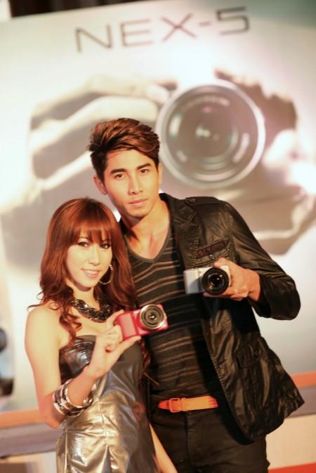 sony 3 โซนี่ไทยเดินหน้าครอง แชมป์ตลาดกล้องเมืองไทย  เปิดตัวกล้องอัลฟ่าสาย พันธุ์ใหม่  Alpha NEX 5 และ Alpha NEX 3  พร้อมรุกธุรกิจดิจิตอล อิมเมจจิ้ง เต็มรูปแบบ