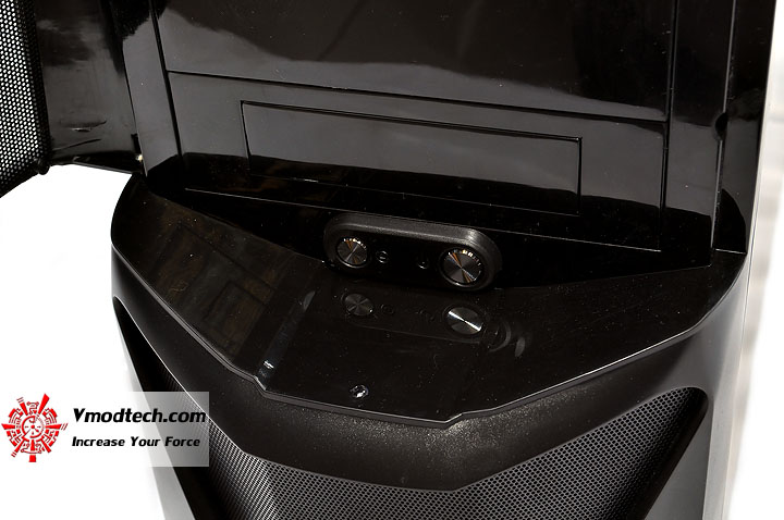 dsc 0014 AeroCool CYBORGX Chassis Review