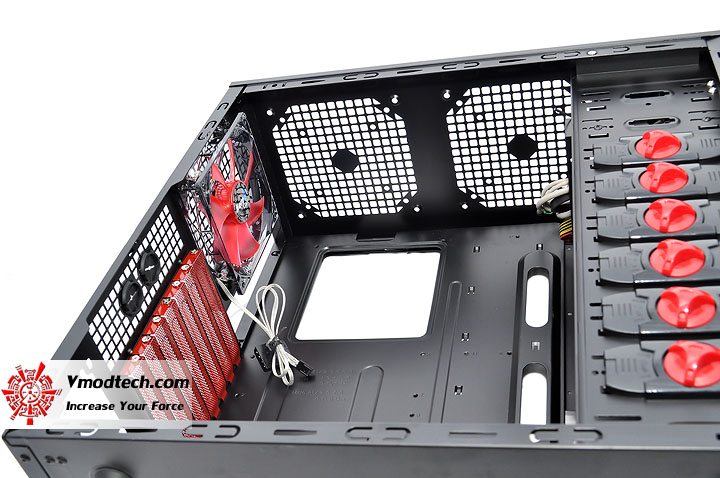 dsc 0147 AeroCool Rs 9 Chassis Review